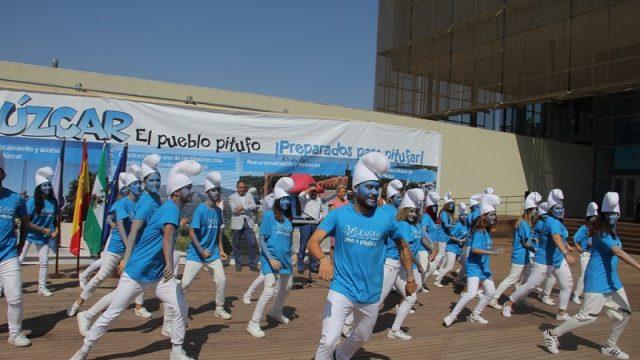 La Diputación impulsa un plan de promoción turística de Júzcar como pueblo pitufo